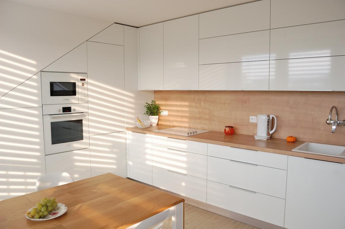 Kuchyně v senosan lesku